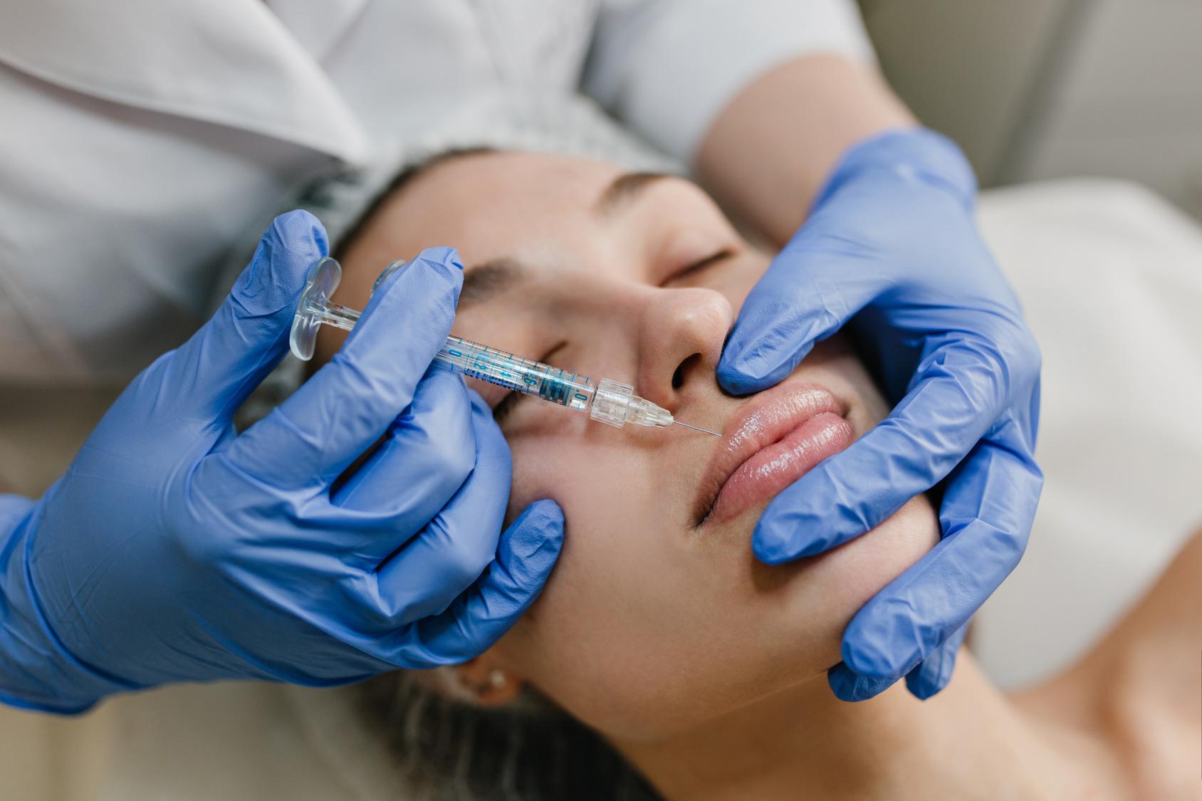 powiększanie ust, toksyna botulinowa